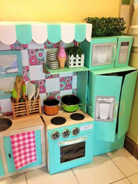 Mom Creates An Amazing Mini Cardboard Kitchen For Her Daughter