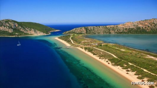 Click to Enlarge - Beautiful Greece Wallpapers