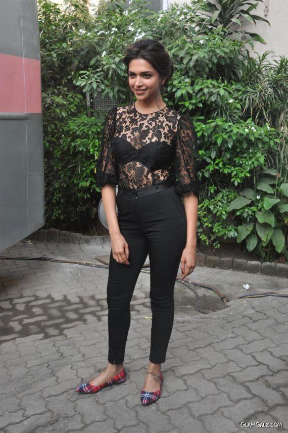 Deepika Padukone Promote Ram-Leela At Mehboob Studios