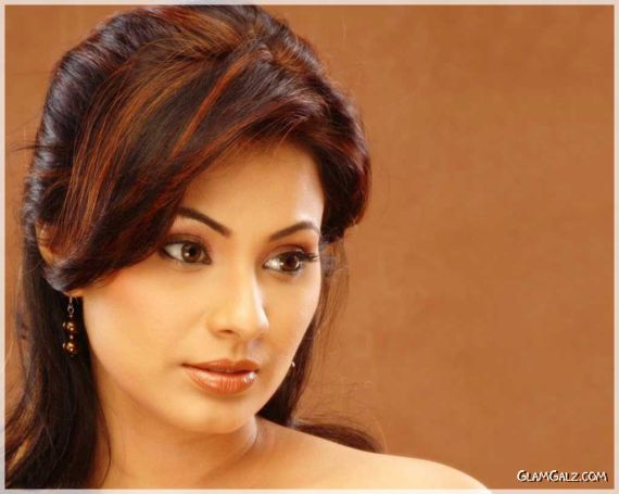 Click to Enlarge - Gorgeous Manisha Kelkar Wallpapers